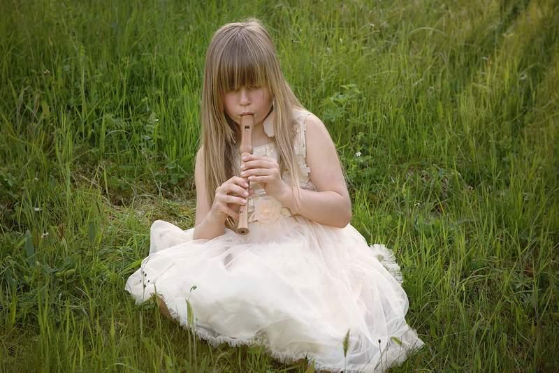 dziewczynka flet powtarzanie