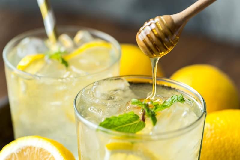 woda z cytryną i miodem